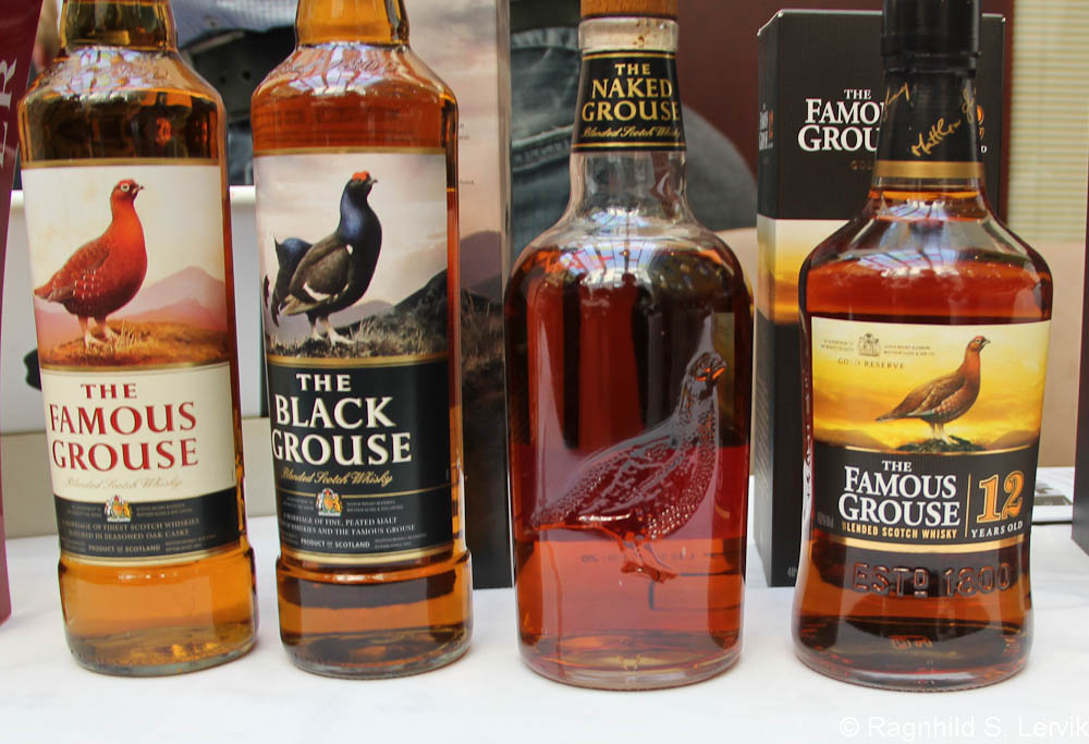 The Naked Grouse sammen med sine søsken, fra venstre The Famous, The Black. The Naked og The Famous Sr.