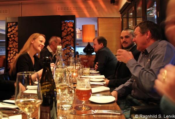 Glade middagsgjester