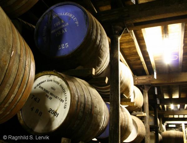 Fat fra flere av Islays destillerier har funnet veien til lagerene på Bunnahabhain