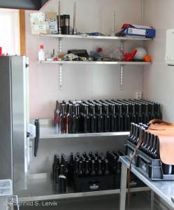 På kjøkkenet sto en ladning flasker klar som skulle til en Trøndersk bedrifts sommerfest.