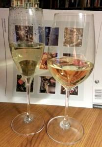 Det er samme vin, jeg lover. Fargeforskjellen skyldes bakgrunnen, som var det beste jeg hadde innen rekkevidde.