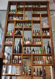 Flasker på utstilling, man blir jo rent patriotisk av å se Nøgne Ø i hylla.